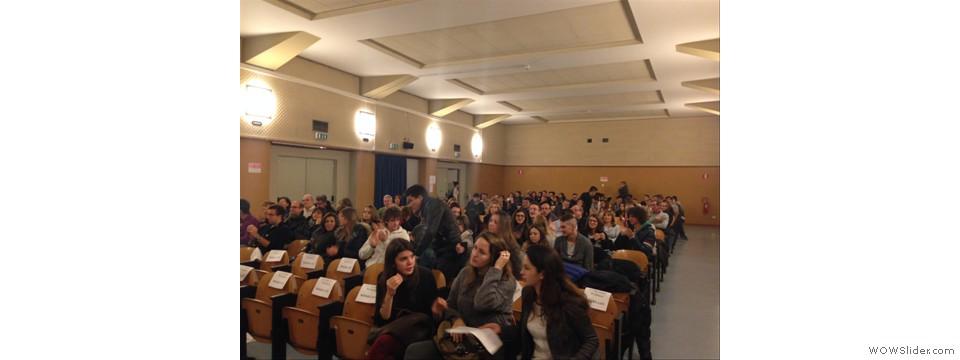 Il pubblico ascolta